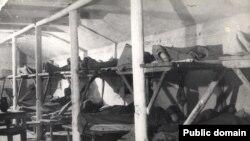 Крымские татары в депортации. Лагерный барак. Волголаг, начало 1940-х