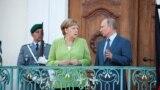Германия канцлері Ангела Меркель (сол жақта) мен Ресей президенті Владимир Путин. Гранзе, 18 тамыз 2018 жыл.