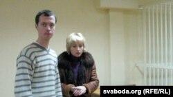 Барыс Гарэцкі з адвакаткай Людмілай Казак перад пачаткам судовага працэсу.
