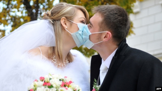 Lvovda yeni evlənənlər, 31 oktyabr 2009