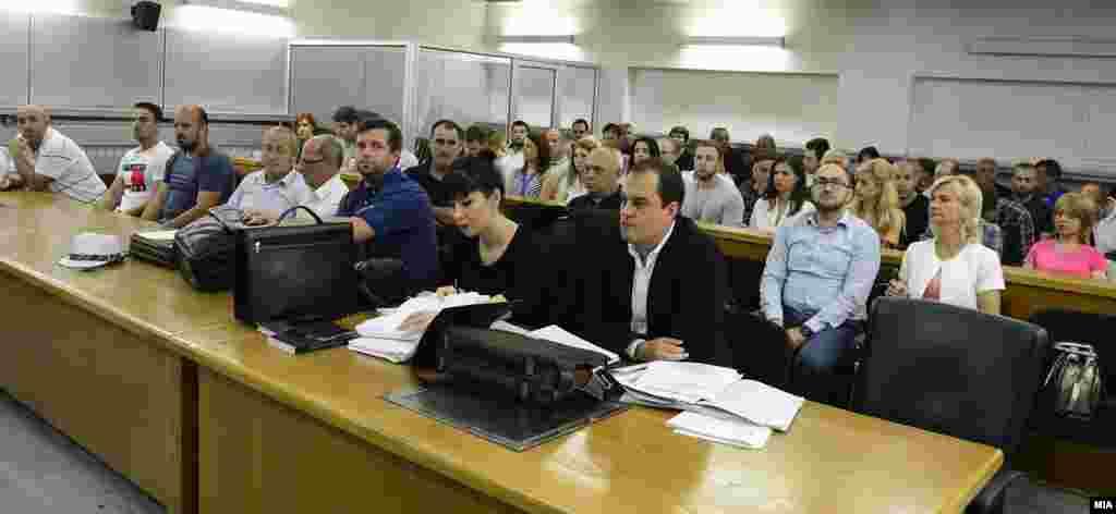 МАКЕДОНИЈА - Поранешниот министер за правда Блерим Беџети и поранешната министерка за внатрешни работи Гордана Јанкулоска имале различни убедувања за случајот Монструм, рече на денешното судско рочиште Беџети, кој во својство на сведок даваше исказ за петкратното убиство кај Смилковско Езеро. Додаде дека тие како политички субјект барале да се повтори судењето за овој предмет.