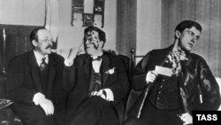 Искусствовед Андрей Шемшурин, художник Давид Бурлюк и поэт Владимир Маяковский, 1913 год