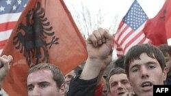 Serbiyanın Kosova bölgəsində etnik albanlar yaşayır, onlar müstəqillik tələb edirlər