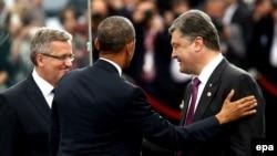 Броніслав Коморовський, Барак Обама і Петро Порошенко на зустрічі у Варшаві, 4 червня 2014 року