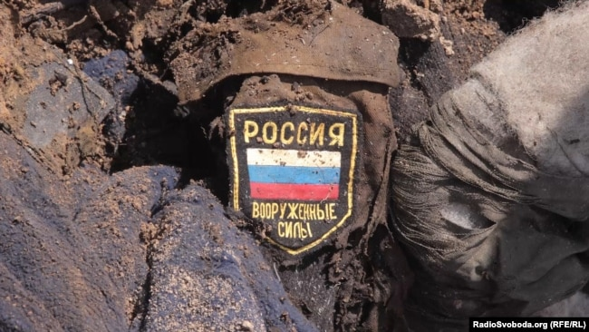 Останки одного з двох військових, знайдених місією «Евакуація 200» поблизу селища Кримського у Луганській області, 10 червня 2016 року