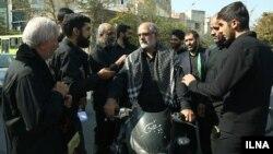 حسین الله کرم رهبر گروه موسوم به حزبالله در تجمع اعتراضی روز جمعه علیه مسابقه فوتبال ایران و کره جنوبی.