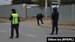 Сотрудники полиции в городе Актобе. Иллюстративное фото.