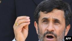 رئیس جمهوری ایران می گوید، فکر ایجاد مانع در برابر پیشرفت ایران با تحریم «خیالی بچگانه و اشتباهی بزرگ» است