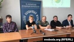 Беларусь журналистер қауымдастығын ұйымдастырған баспасөз мәслихаты. Минск, 30 қыркүйек 2020 жыл.