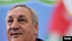 Некоторые эксперты полагали, что после повторного избрания абхазский лидер начнет более активно проводить ротацию кадров, однако их ожидания не оправдались