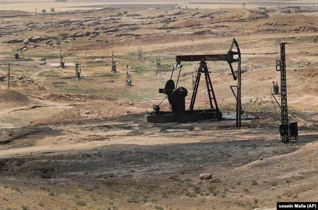 """Нефтяное поле на северо-востоке Сирии, контролируемое """"Сирийскими демократическими силами"""""""