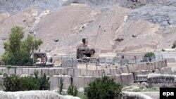 Pamje nga një bazë ushtarake në Afganistan që u sulmua nga militantët