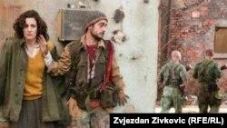 """Кадры из фильма """"В краю крови и меда""""."""