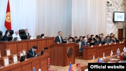 Incoming Kyrgyz Prime Minister Joomart Otobaev (at rostrum) appearing before parliament on April 2.