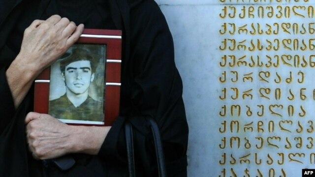 La Memorianul victimelor conflictului georgiano-abhaz din 1992-1993, Tbilisi.