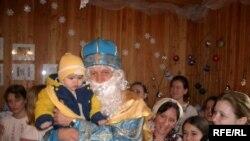 Святий Миколай вітає дітей і дорослих