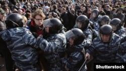 Фото с протестной акции в Москве 26 марта