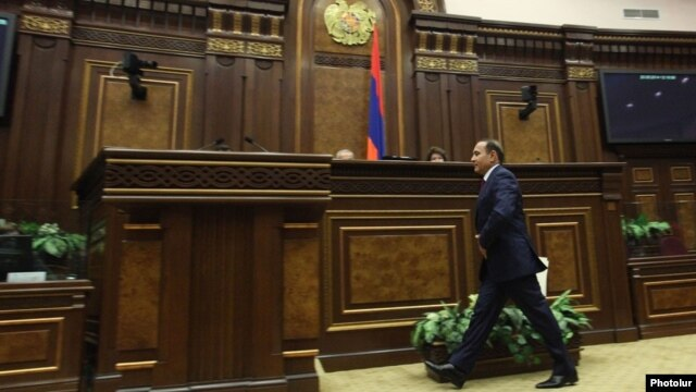 Armenia - Prime Minister Hovik Abrahamian is about to present his newly formed government's policy program to the National Assembly, Yerevan, 20May2014.