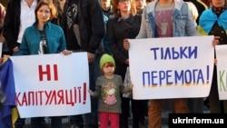 Акція протесту біля Харківської ОДА проти підписання Україною так званої «формули Штайнмаєра». Харків, 2 жовтня 2019 року