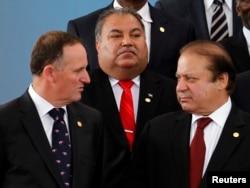 Премьер-министр Новой Зеландии Джон Кей, президент Науру Барон Вага и премьер-министр Пакистана Наваз Шариф на саммите (слева направо)