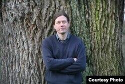 ჯეიმს კენტონი, მწერალი, ესექსის უნივერსიტეტის ლექტორი