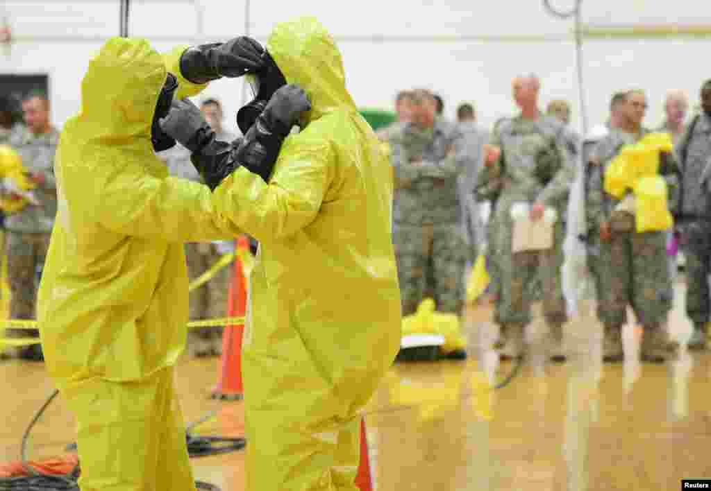 Американ хәобиләре Эболага каршы көрәшү күнегүләре үтә. Форт-Кэмпбелл, Кентукки штаты. 9 октябрь 2014