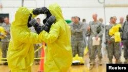 Подготовка американских военнослужащих перед отправкой в регионы Западной Африки, охваченные Эболой