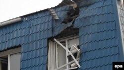 Поврежденное здание консульства Польши в Луцке