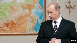 Рекордный рейтинг российского Президента был зафиксирован в мае этого года - 53 %. Нынешний показатель уступает совсем незначительно