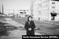Гуля Караханова на месте похищения сына
