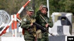 საოკუპაციო ძალების წარმომადგენლები კარალეთში. 2008 წლის ოქტომბერი