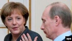 Merkelə görüşündə Putin NATO-nun genişlənməsindən narahatlığını bildirib