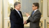 Ukrainian President Petro Poroshenko meets with U.S. Energy Secretary Rick Perry in Kyiv on November 12.