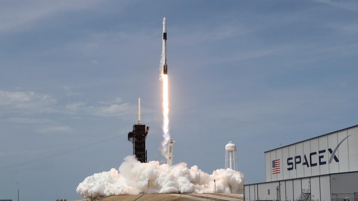 Корабль Crew Dragon состыковался с Международной космической станцией