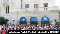 Колективне фото учасників 8 зустрічі YES, Сімферополь, 16 вересня 2011 року
