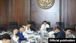 Вице-премьер-министр Замирбек Аскаров алып барган инвестициялык кеңешме.