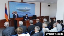 Президент Серж Саргсян выступает с приветственной речью на 4-ом съезде Торгово-промышленной палаты Республики Армения, Ереван, 26 мая 2011 г.