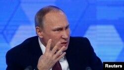 Президент России Владимир Путин на пресс-конференции в Москве. 23 декабря 2016 года.