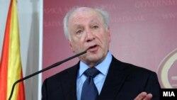Macedonia - UN envoy in Macedonian-Greek name dispute Matthew Nimetz at a press-conference in Sкopje, 11Jan2013