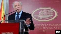 Архивска фотографија: Посредникот на ОН во спорот за името Метју Нимиц на прес-конференција во Скопје.