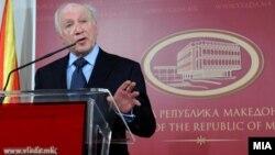 Посредникот на ОН во спорот за името Метју Нимиц на прес-конференција во Скопје.