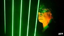 ژان میشل ژار، از پیشروان موسیقی الکترونیک
