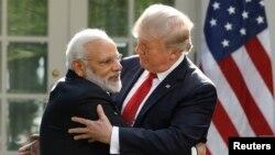 Премьер-министр Индии Нарендра Моди (слева) и президент США Дональд Трамп в Розовом саду Белого дома, 26 июня 2017 года.