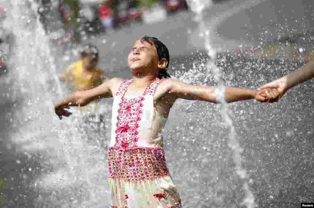 Austrija - Neuobičajeno visoke temperature zabilježene u Beču, 19. juni 2012. Foto: REUTERS / Lisi Niesner
