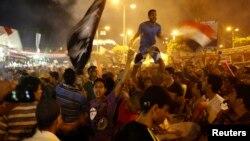 Мұхаммед Мурсиді қолдаушылар Каир университетінің маңы мен Нахдет Миср алаңында наразылық танытып тұр. Египет, 2 тамыз 2013 жыл.