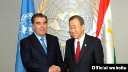 Бан Ки Мун бо Эмомалӣ Раҳмон. Душанбе, апрели 2010
