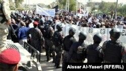 جانب من تظاهرة عمال الكهرباء في البصرة