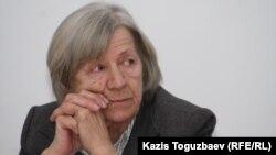 Председатель Алматинского Хельсинкского комитета Нинель Фокина на заседании круглого стола по соблюдению Казахстаном прав человека. Алматы, 4 марта 2011 года.