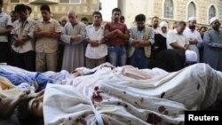 Сириядағы қақтығыстан құрбан болған адамдар. Дамаск, 1 тамыз 2012 жыл.