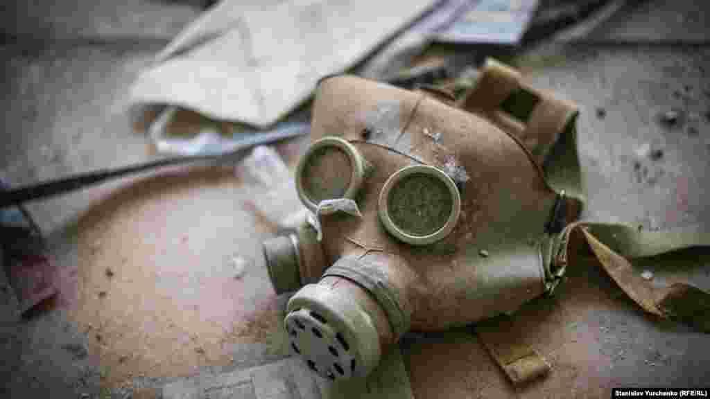 Советский детский противогаз в городе Припять